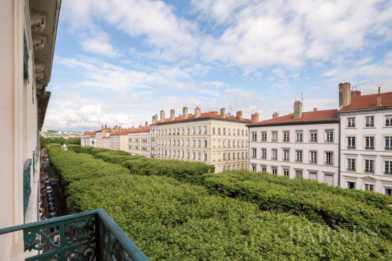 Lyon 6 - Foch - 1,937 sq ft apartment in need of renovation - 2-