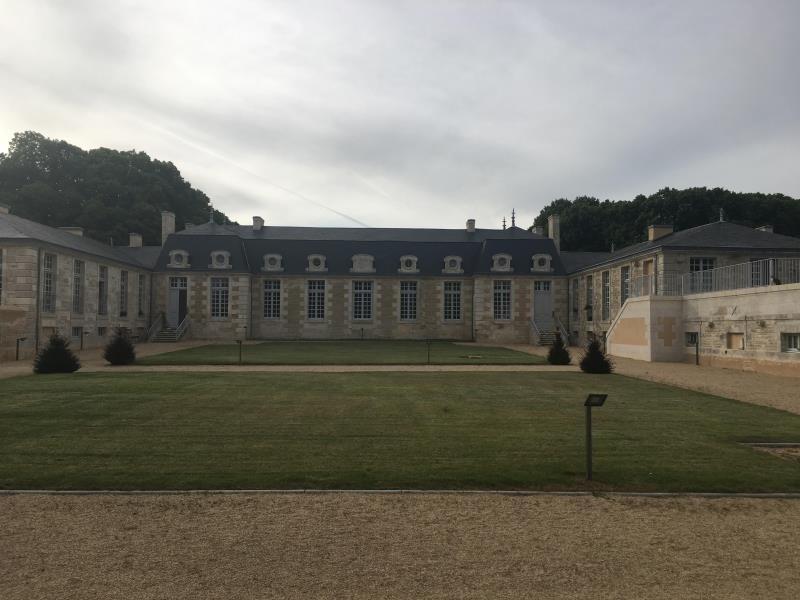 Location appartement Croutelle 10 625€ CC - Photo 1