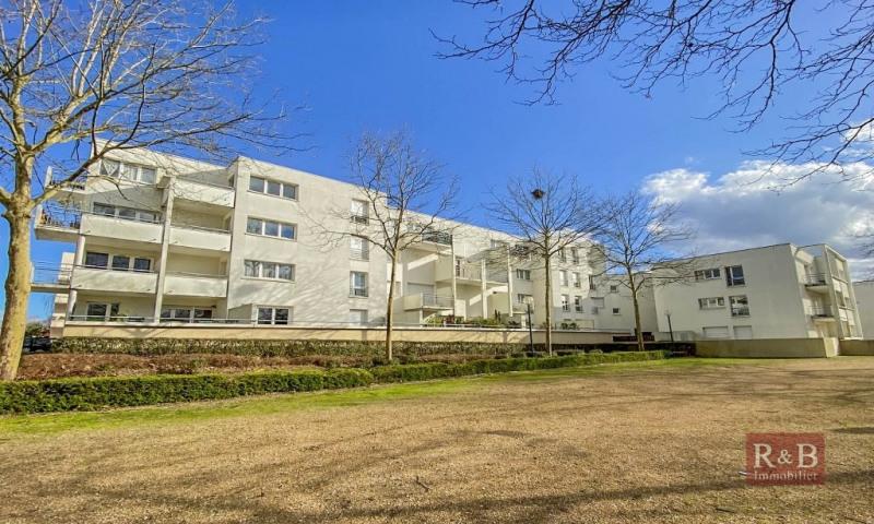 Sale apartment Plaisir 180000€ - Picture 1