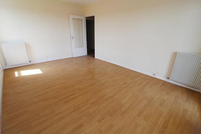 Rental apartment Elancourt 820€ CC - Picture 2