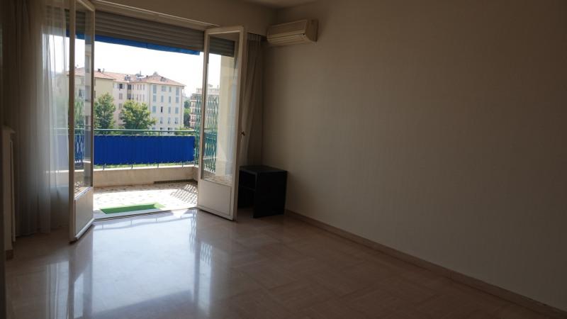 Rental apartment Nice 845€ CC - Picture 2