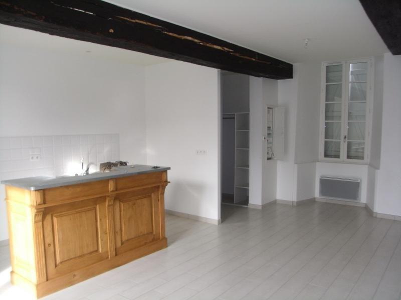Location appartement Le genest st isle 530€ CC - Photo 1