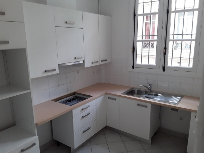 Location appartement Paris 7ème 4 940€ CC - Photo 7