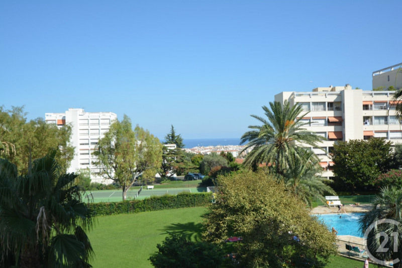 Location appartement Antibes 1 260€ CC - Photo 1