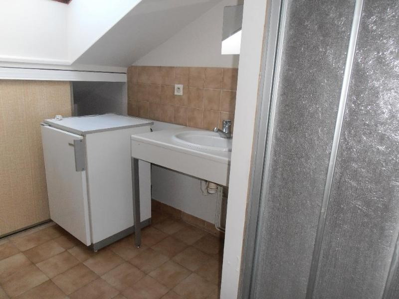 Location appartement 01100 230€ CC - Photo 3
