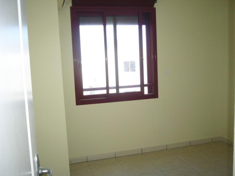 Rental apartment St denis 750€ CC - Picture 7