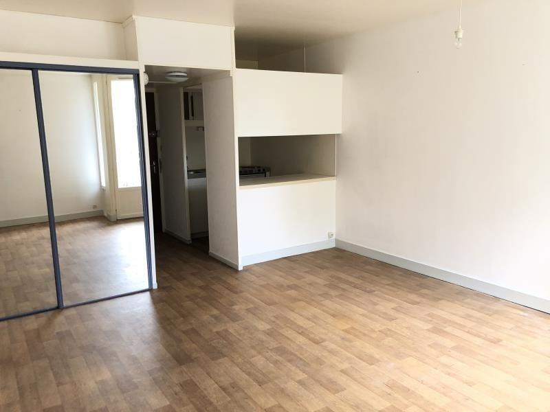 Rental apartment Vendome 350€ CC - Picture 1