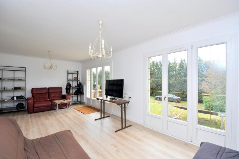 Sale house / villa St cheron 299000€ - Picture 3