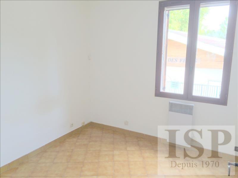 Rental apartment Les milles 647€ CC - Picture 2
