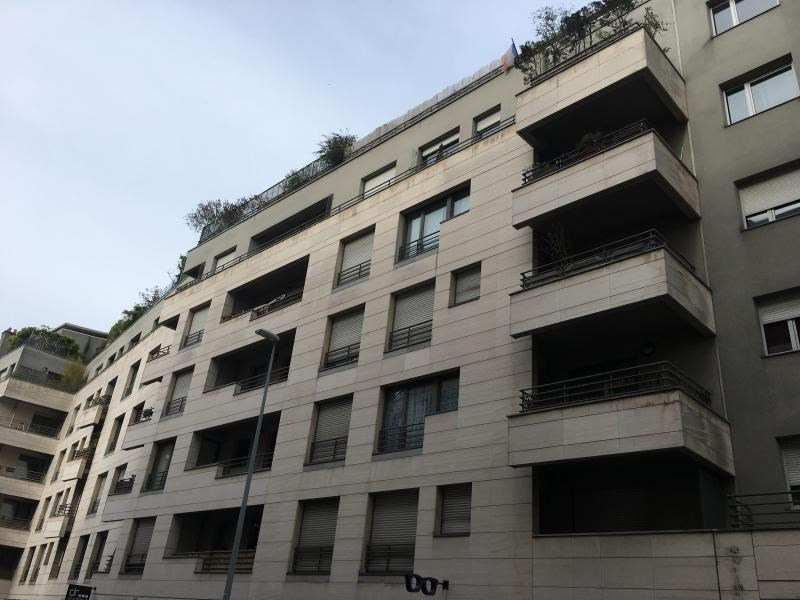 Rental parking spaces Issy les moulineaux 100€ CC - Picture 1