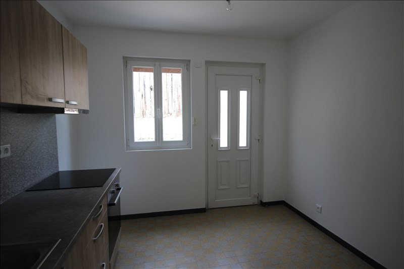 Rental apartment Saint pierre en faucigny 630€ CC - Picture 2