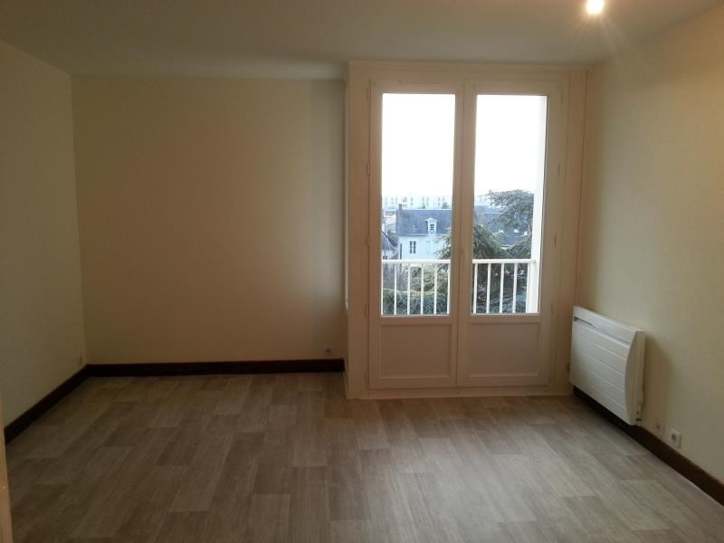 Location appartement Vendome 327€ CC - Photo 1