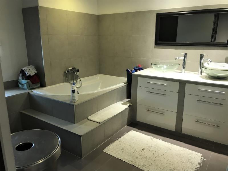 Sale house / villa St medard de guizieres 323000€ - Picture 6