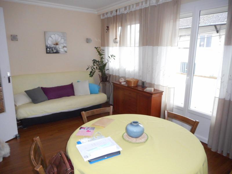 Sale apartment Lons-le-saunier 118000€ - Picture 2