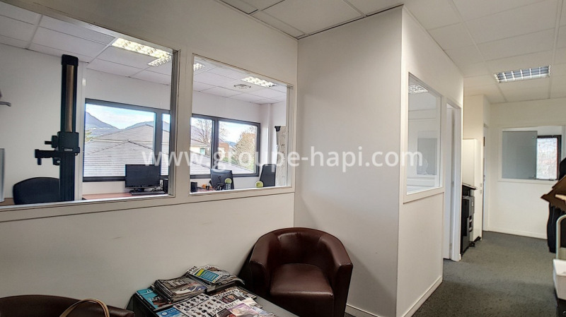 Location bureau Coublevie 819€ CC - Photo 1
