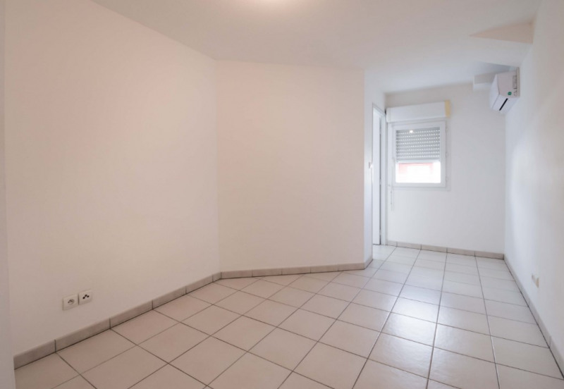 Rental apartment Saint denis 456€ CC - Picture 4