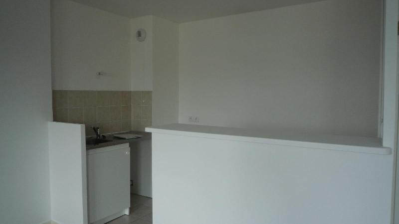 Rental apartment Bussy saint georges 883€ CC - Picture 3