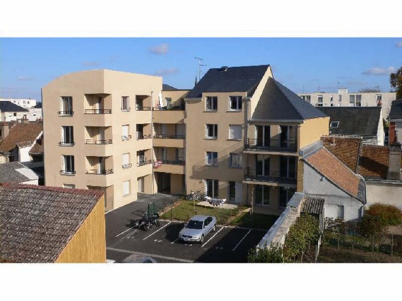 Rental apartment Vendome 570€ CC - Picture 1