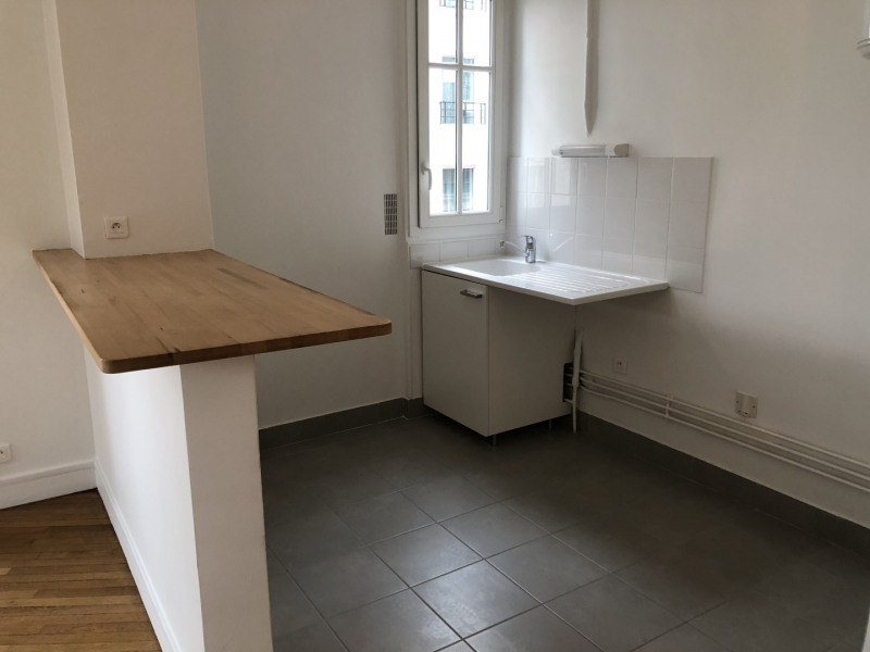 Rental apartment Puteaux 1216€ CC - Picture 3