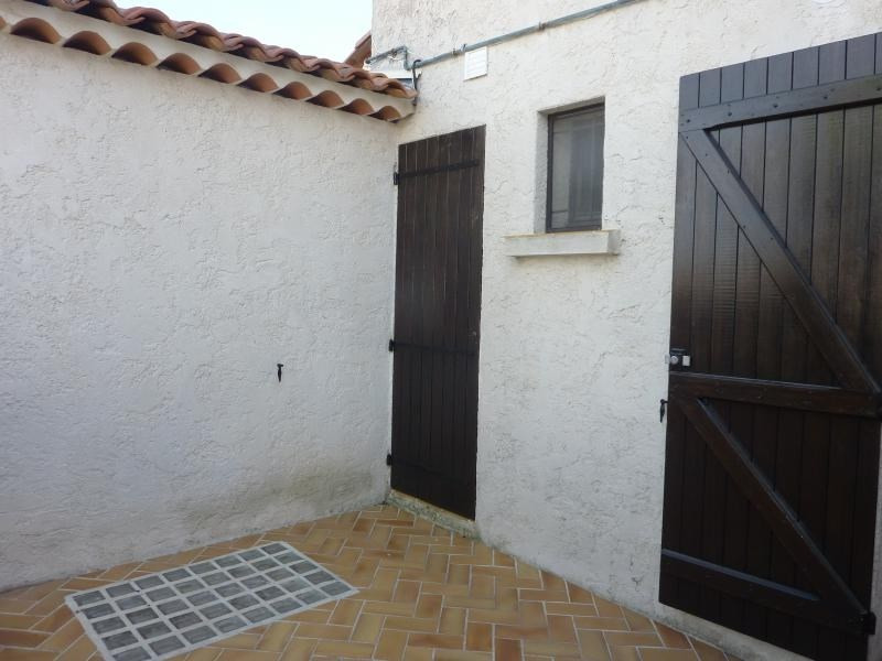 Rental house / villa Marseille 6ème 1 132€ CC - Picture 2