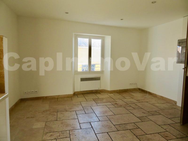 Rental apartment Le beausset 690€ CC - Picture 2