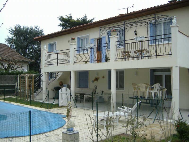 Sale house / villa Le passage 265000€ - Picture 1