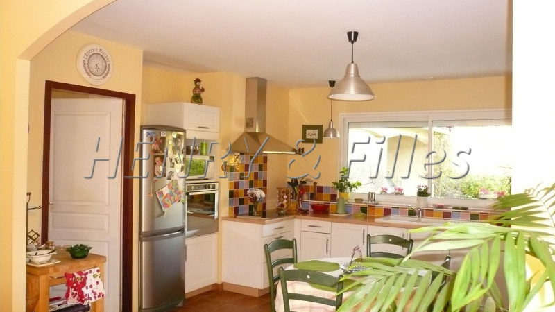 Sale house / villa L'isle-jourdain 380 000€ - Picture 5