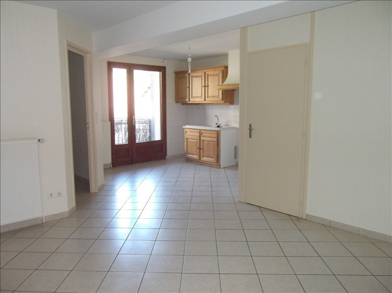Rental apartment Yenne centre 500€ CC - Picture 2