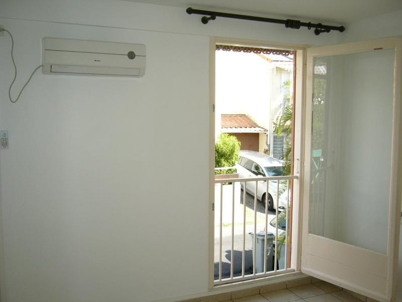 Rental house / villa St denis 1 045€ CC - Picture 8
