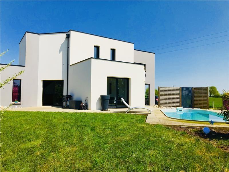 Sale house / villa Bressuire 325730€ - Picture 1