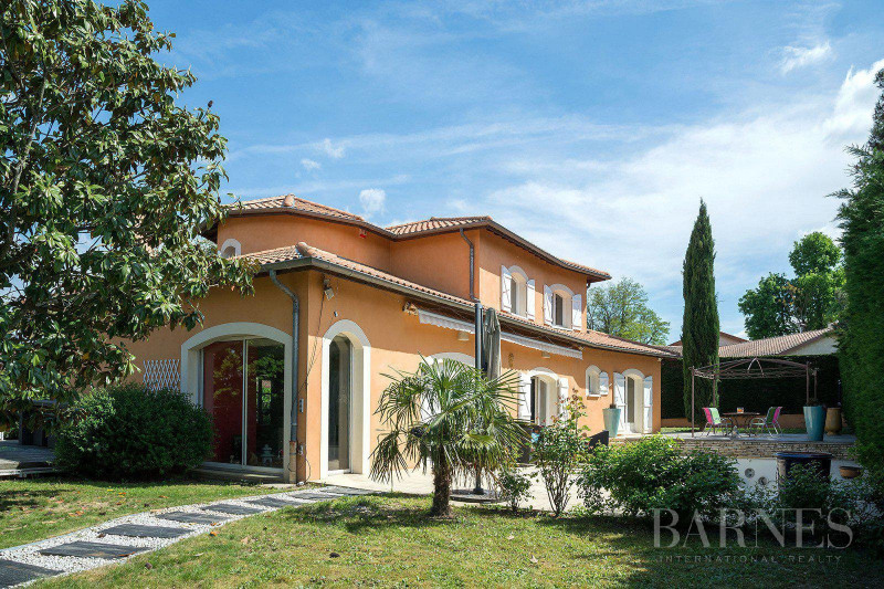 Deluxe sale house / villa Saint-bonnet-de-mure 649000€ - Picture 1