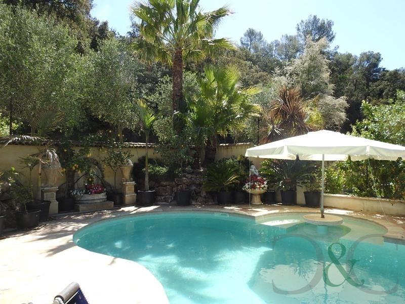 Deluxe sale house / villa Hyeres 1672000€ - Picture 1
