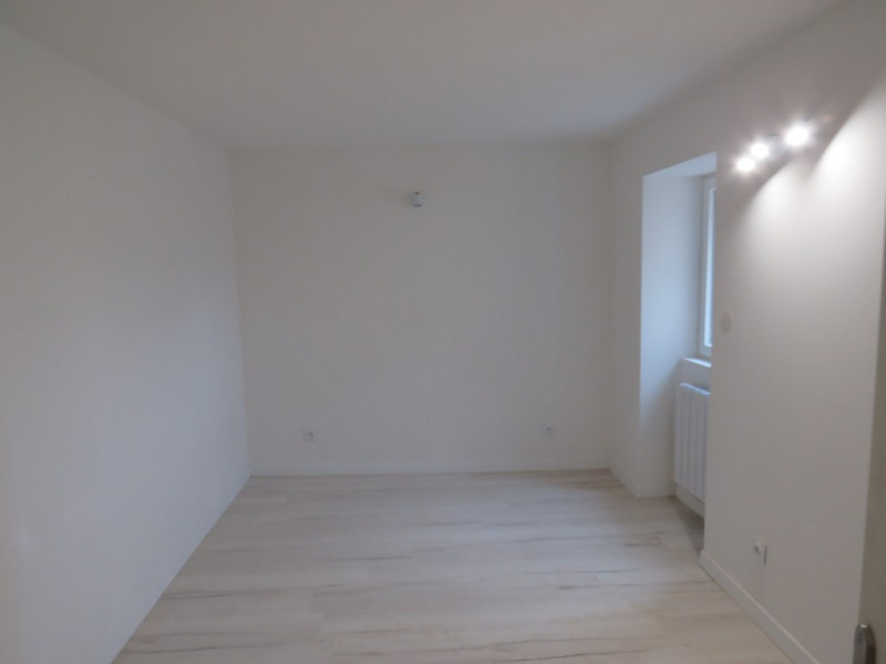 Location maison / villa Courbeveille 410€ CC - Photo 7