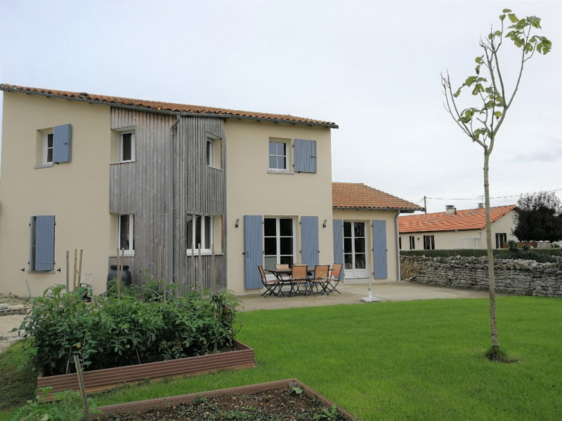 Sale house / villa Vouille 322 000€ - Picture 1