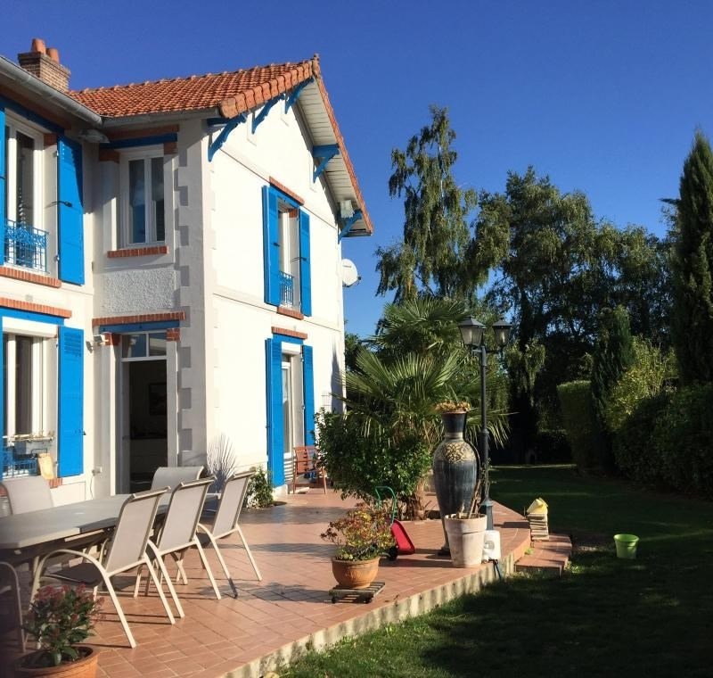 Deluxe sale house / villa Thoiry 670000€ - Picture 1