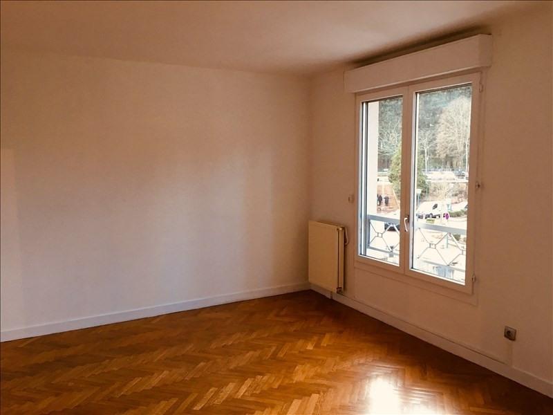 Rental apartment Charbonnieres les bains 750€ CC - Picture 3