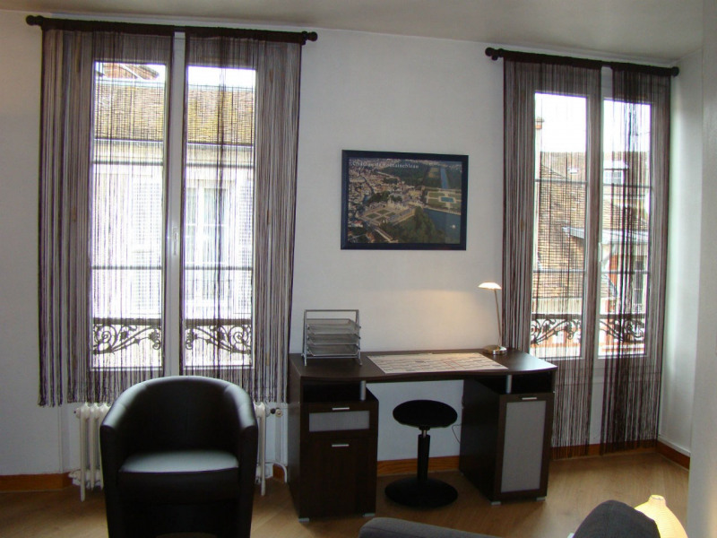 Location appartement Fontainebleau 740€ CC - Photo 3