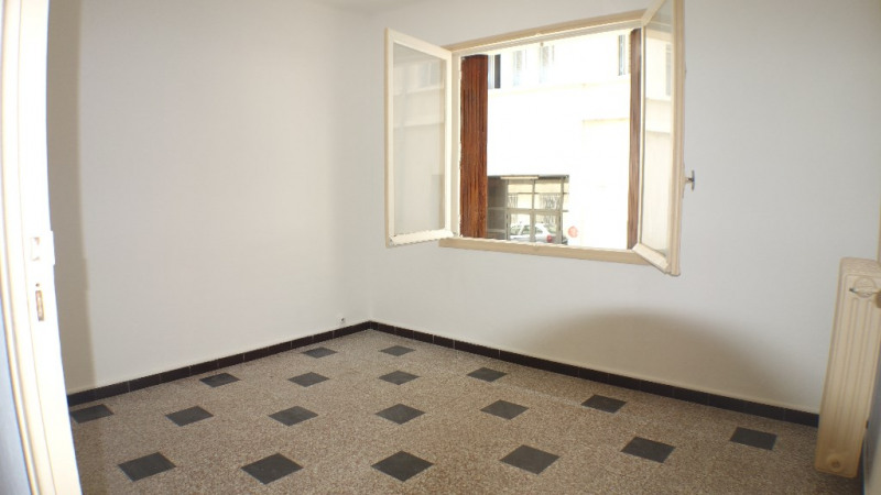 Locação apartamento Toulon 390€ CC - Fotografia 1