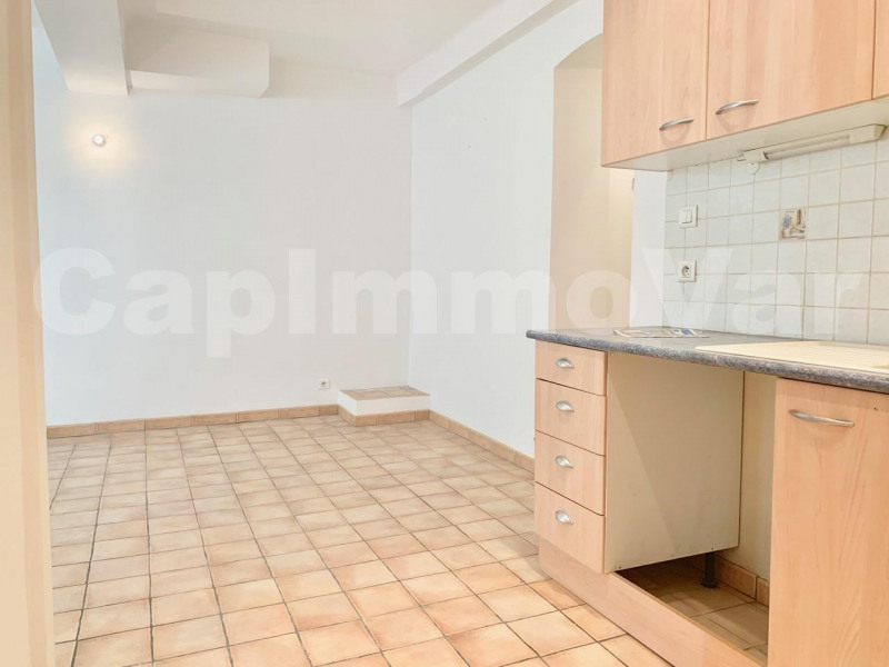 Location appartement Le beausset 650€ CC - Photo 3