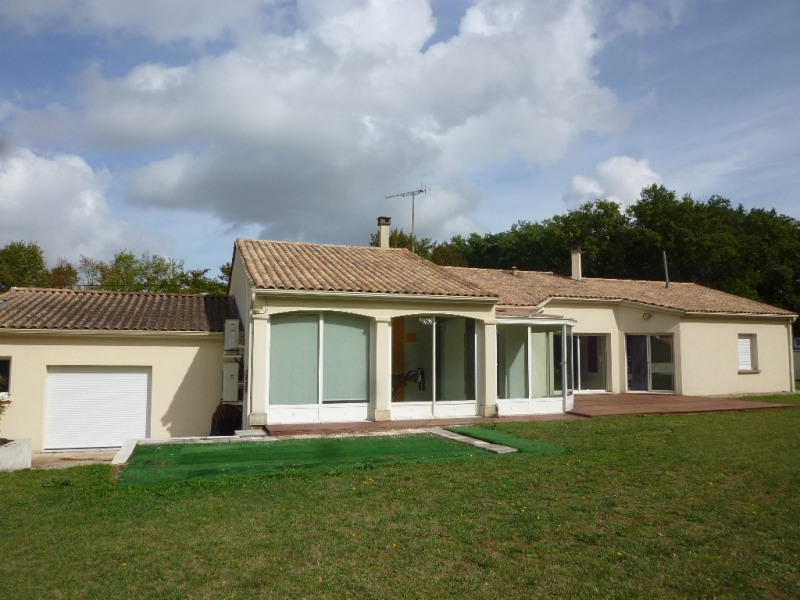 Sale house / villa Cherves richemont 299000€ - Picture 1