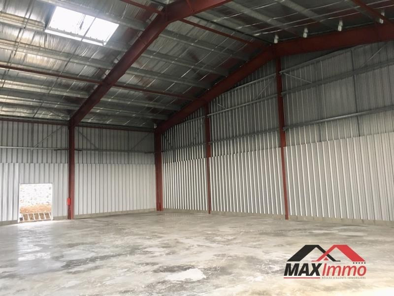Location local commercial St pierre 9240€ HT/HC - Photo 2