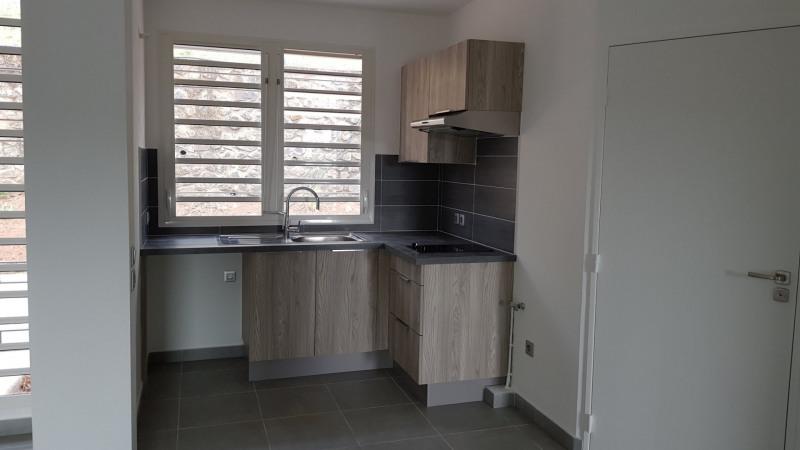 Location appartement St denis camelias 675€ CC - Photo 4