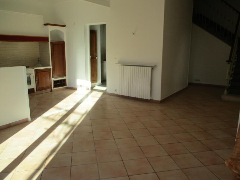 Location maison / villa Salon de provence 1480€ CC - Photo 3