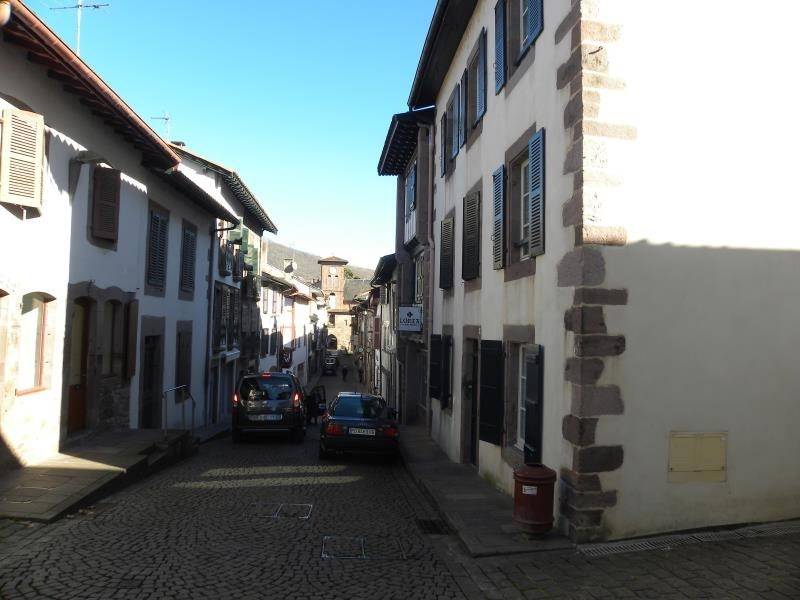 Rental apartment St jean pied de port 496€ CC - Picture 2