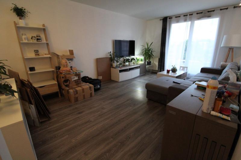 Location appartement Elancourt 906€ CC - Photo 1