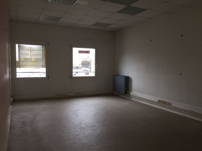 Rental empty room/storage Saint omer 1 200€ HC - Picture 3