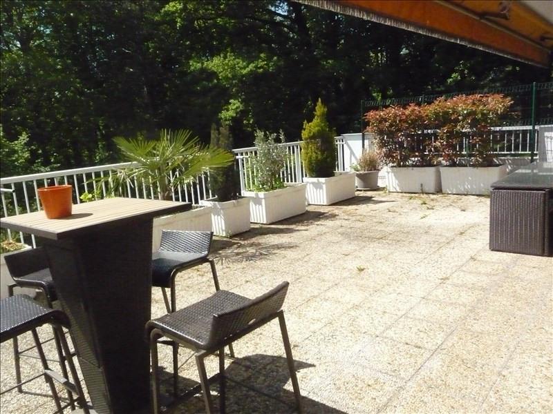 Sale apartment Charbonnieres les bains 440000€ - Picture 2