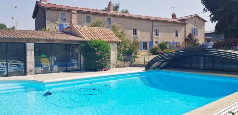 Sale house / villa Champdeniers 416000€ - Picture 1