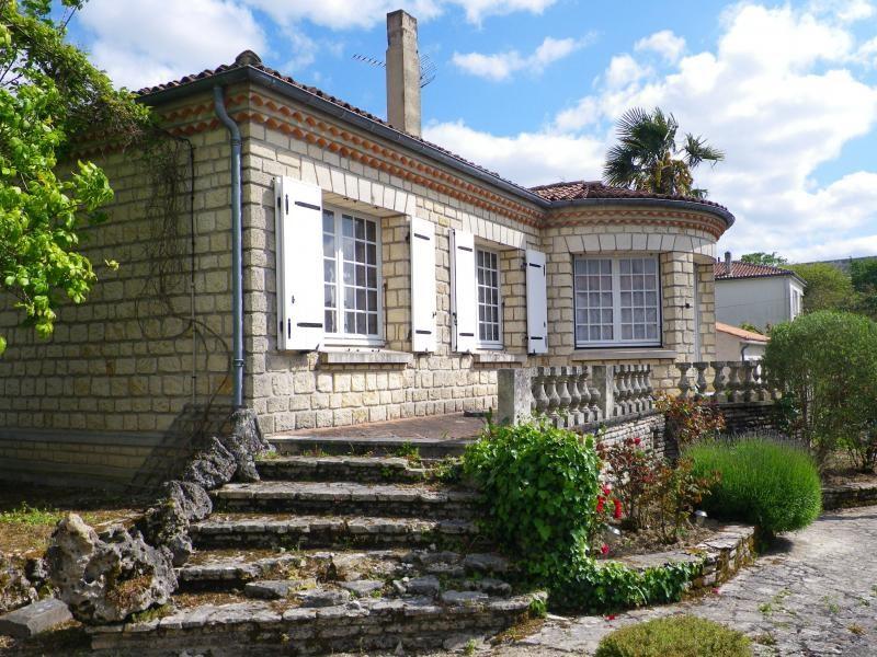 Sale house / villa Saint-jean-d'angély 127500€ - Picture 1