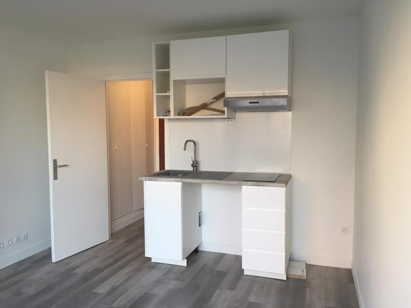 Location appartement Asnieres sur seine 895€ CC - Photo 3